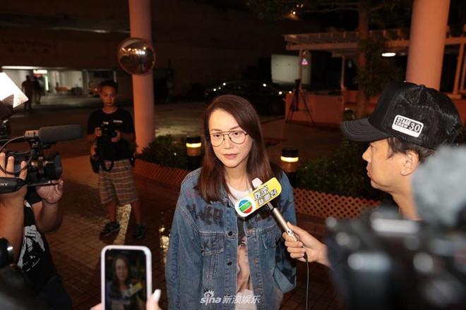 Nhậm Đạt Hoa nằm cáng trở về Hong Kong sau vụ bị đâm ở sự kiện Ảnh 4