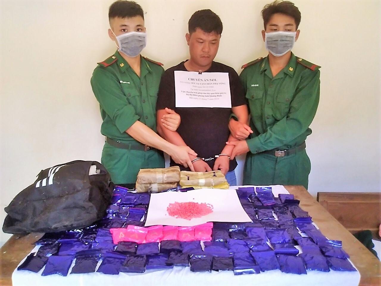 Bắt giữ nghi phạm vận chuyển hơn 24.000 viên ma túy từ Lào về Việt Nam Ảnh 1
