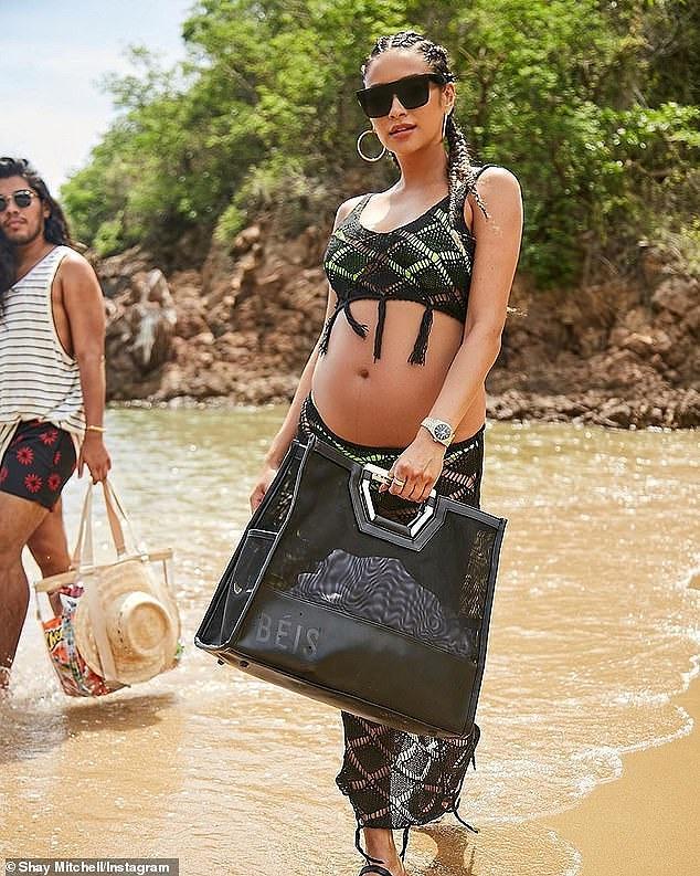 Mỹ nhân Shay Mitchell bụng bầu 7 tháng vẫn chụp ảnh bikini 2 mảnh quyến rũ Ảnh 6