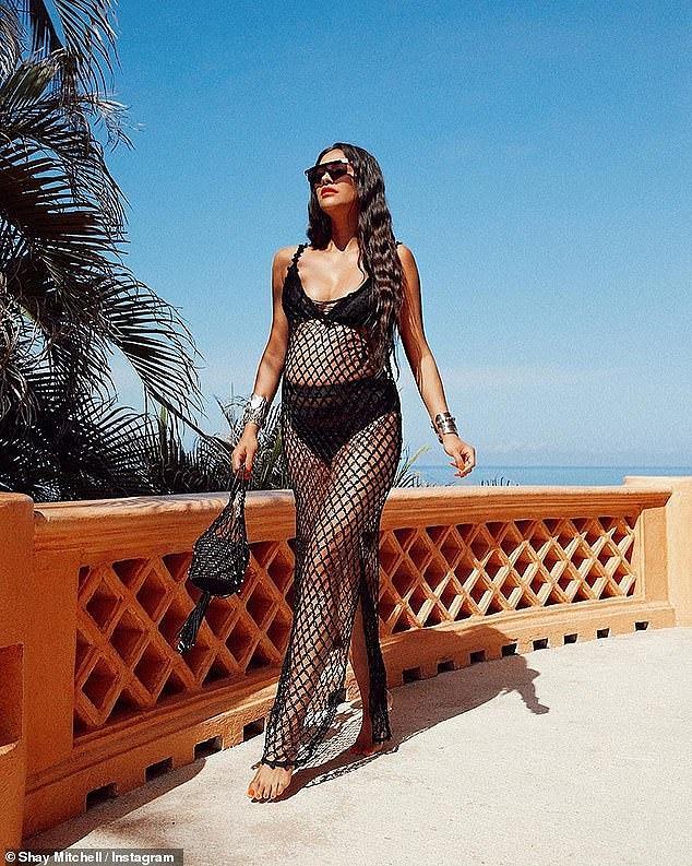Mỹ nhân Shay Mitchell bụng bầu 7 tháng vẫn chụp ảnh bikini 2 mảnh quyến rũ Ảnh 3
