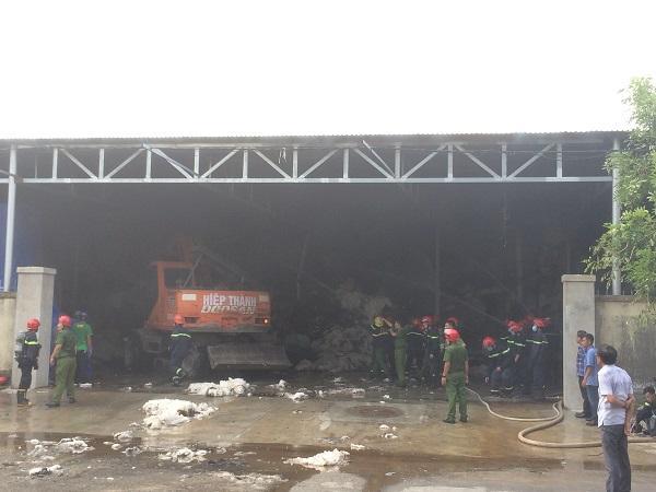 Thừa Thiên Huế: Cháy kho chứa bông nguyên liệu tại Khu công nghiệp Phú Bài Ảnh 1
