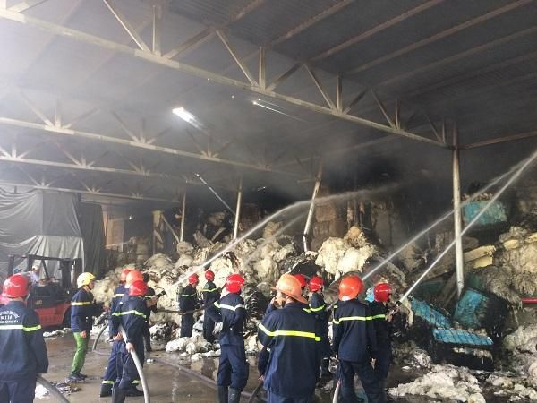 Thừa Thiên Huế: Cháy kho chứa bông nguyên liệu tại Khu công nghiệp Phú Bài Ảnh 3