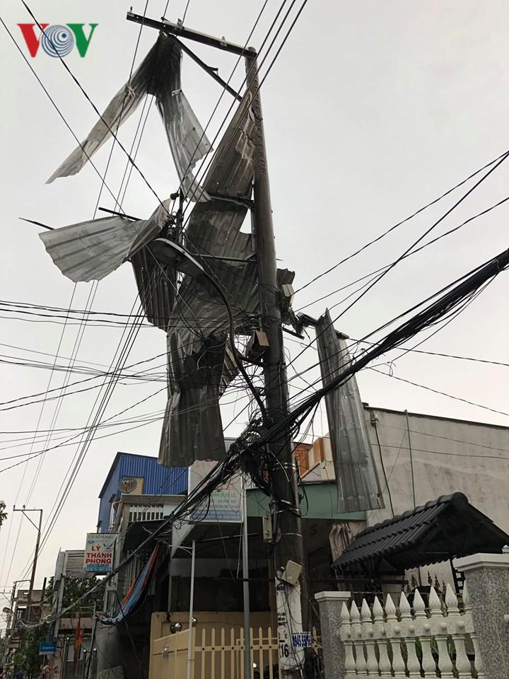 Mưa lớn ở An Giang làm 1 người chết, hơn 600 ngôi nhà bị tốc mái Ảnh 1