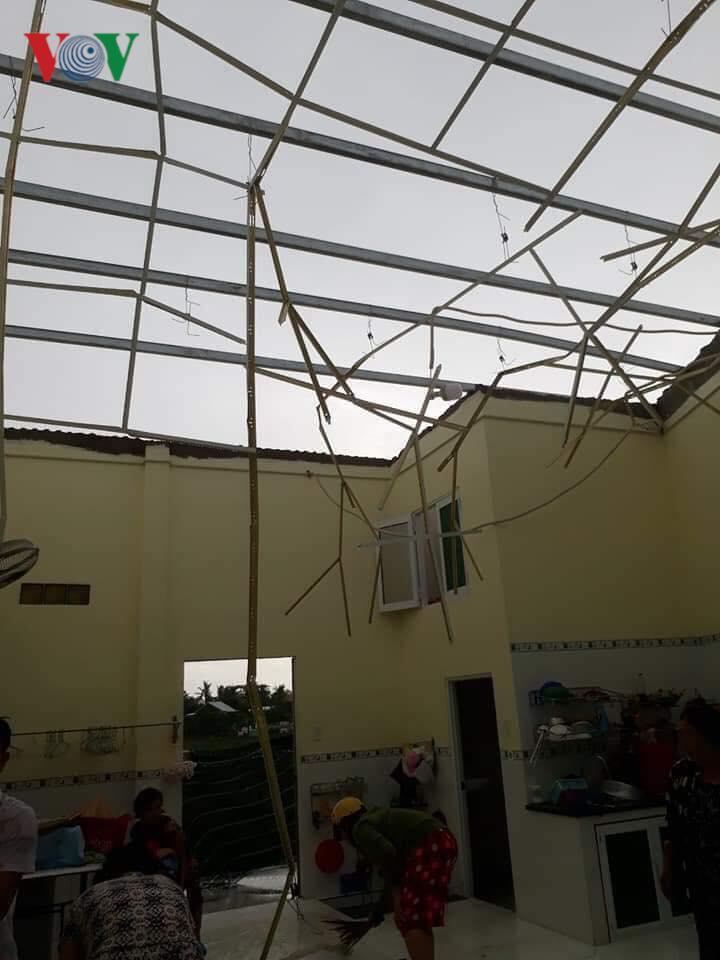 Mưa lớn ở An Giang làm 1 người chết, hơn 600 ngôi nhà bị tốc mái Ảnh 4