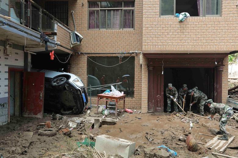 Trung Quốc tan hoang sau trận bão Lekima làm hàng chục người chết Ảnh 4