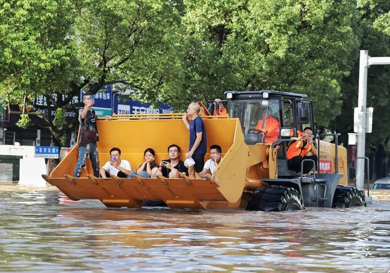 Trung Quốc tan hoang sau trận bão Lekima làm hàng chục người chết Ảnh 12