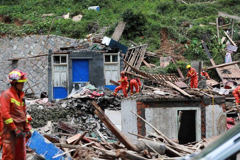Trung Quốc tan hoang sau trận bão Lekima làm hàng chục người chết Ảnh 11