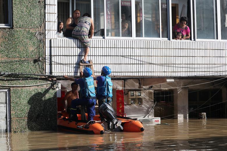 Trung Quốc tan hoang sau trận bão Lekima làm hàng chục người chết Ảnh 10