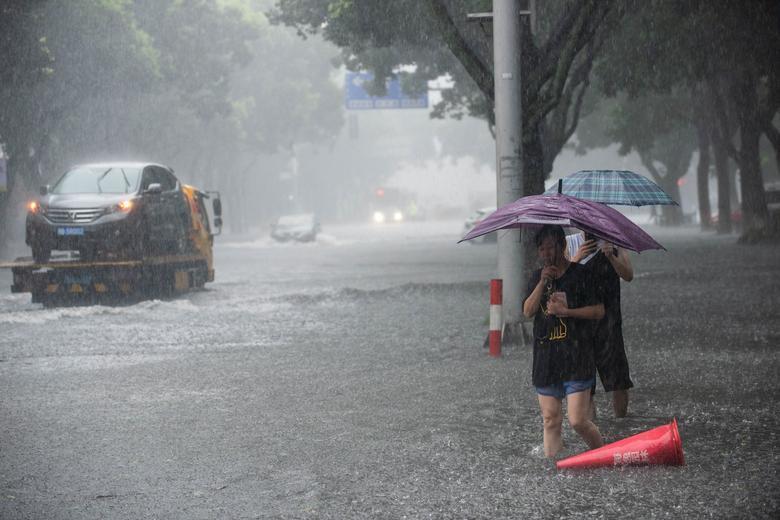 Trung Quốc tan hoang sau trận bão Lekima làm hàng chục người chết Ảnh 6