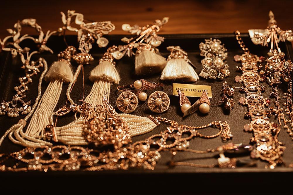 Tỉ phú Ấn Độ may váy dát vàng mời Lý Nhã Kỳ dự sinh nhật Ảnh 12