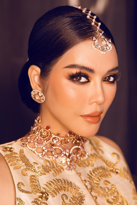 Tỉ phú Ấn Độ may váy dát vàng mời Lý Nhã Kỳ dự sinh nhật Ảnh 14