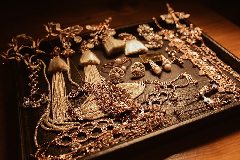 Tỉ phú Ấn Độ may váy dát vàng mời Lý Nhã Kỳ dự sinh nhật Ảnh 13