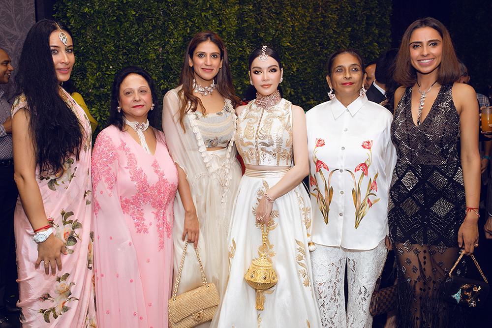 Tỉ phú Ấn Độ may váy dát vàng mời Lý Nhã Kỳ dự sinh nhật Ảnh 5