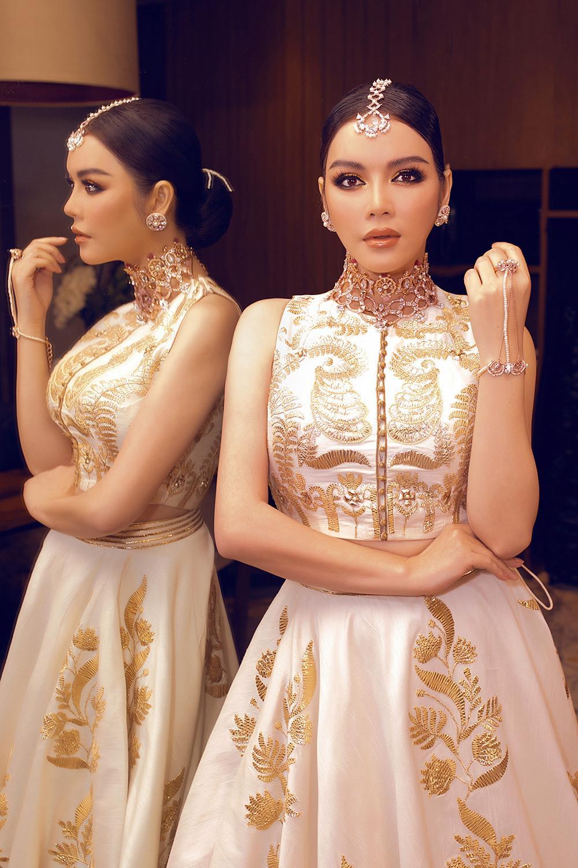 Tỉ phú Ấn Độ may váy dát vàng mời Lý Nhã Kỳ dự sinh nhật Ảnh 15