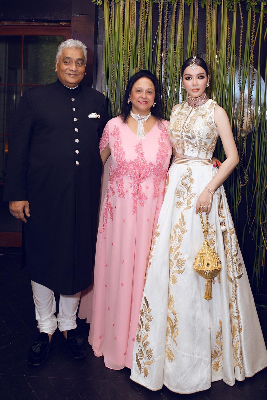 Tỉ phú Ấn Độ may váy dát vàng mời Lý Nhã Kỳ dự sinh nhật Ảnh 2