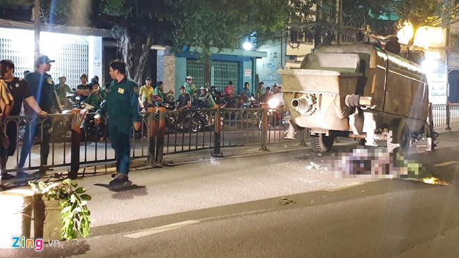 Máy bơm bê tông đứt khỏi xe tải khiến 2 thanh niên tử vong ở Sài Gòn Ảnh 1