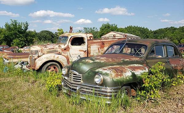 Bộ sưu tập xe cổ cực hiếm bị 'bỏ quên' trong nhà kho Ảnh 3