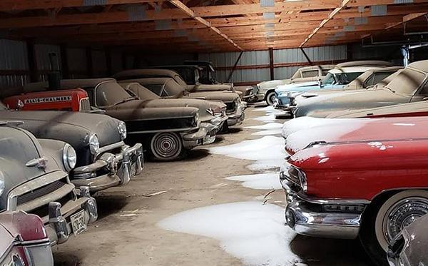 Bộ sưu tập xe cổ cực hiếm bị 'bỏ quên' trong nhà kho Ảnh 1