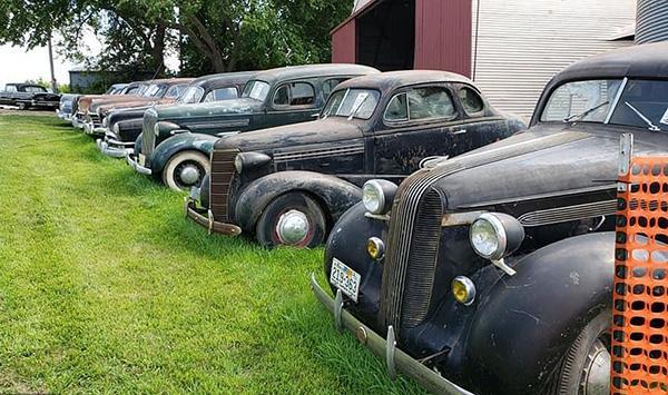 Bộ sưu tập xe cổ cực hiếm bị 'bỏ quên' trong nhà kho Ảnh 12
