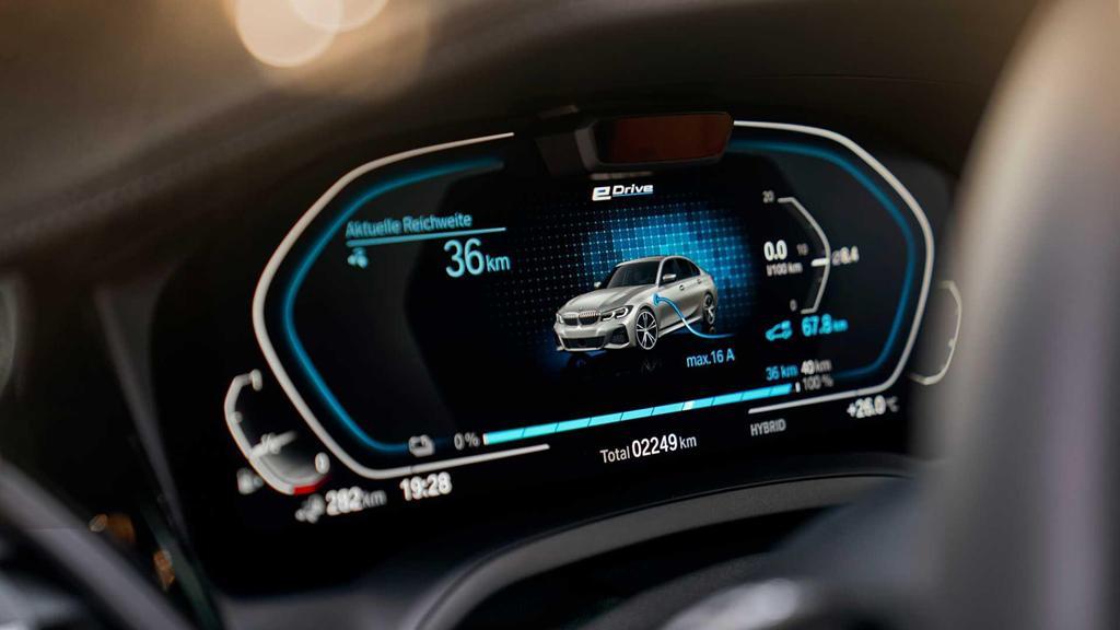 BMW 330e 2020 thêm tính năng, tăng tốc như xe đua Ảnh 2