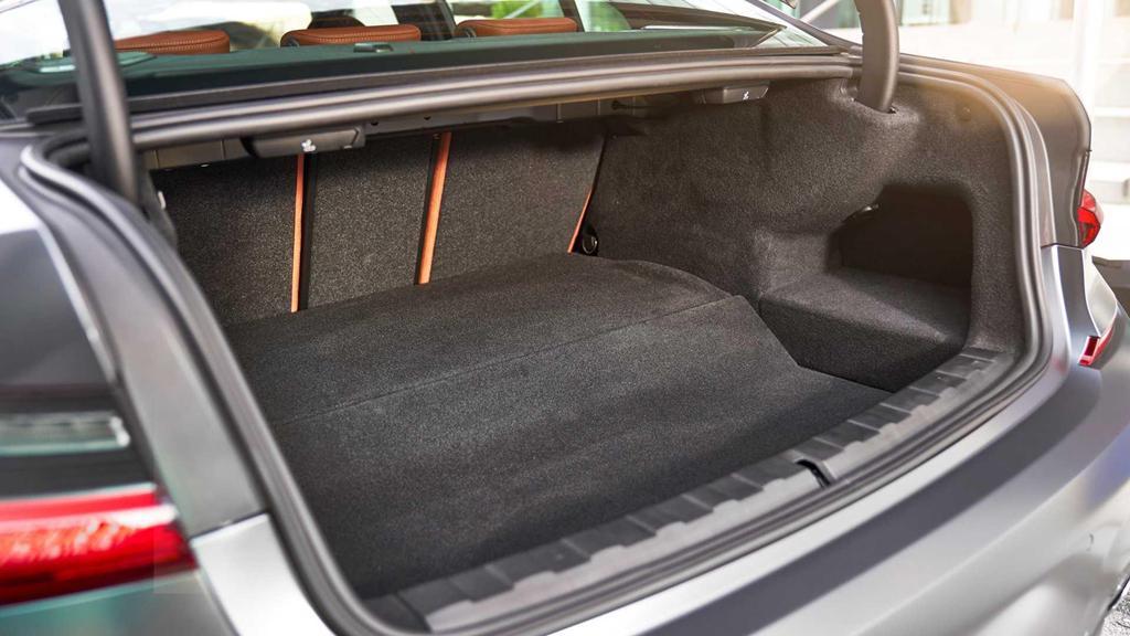 BMW 330e 2020 thêm tính năng, tăng tốc như xe đua Ảnh 6