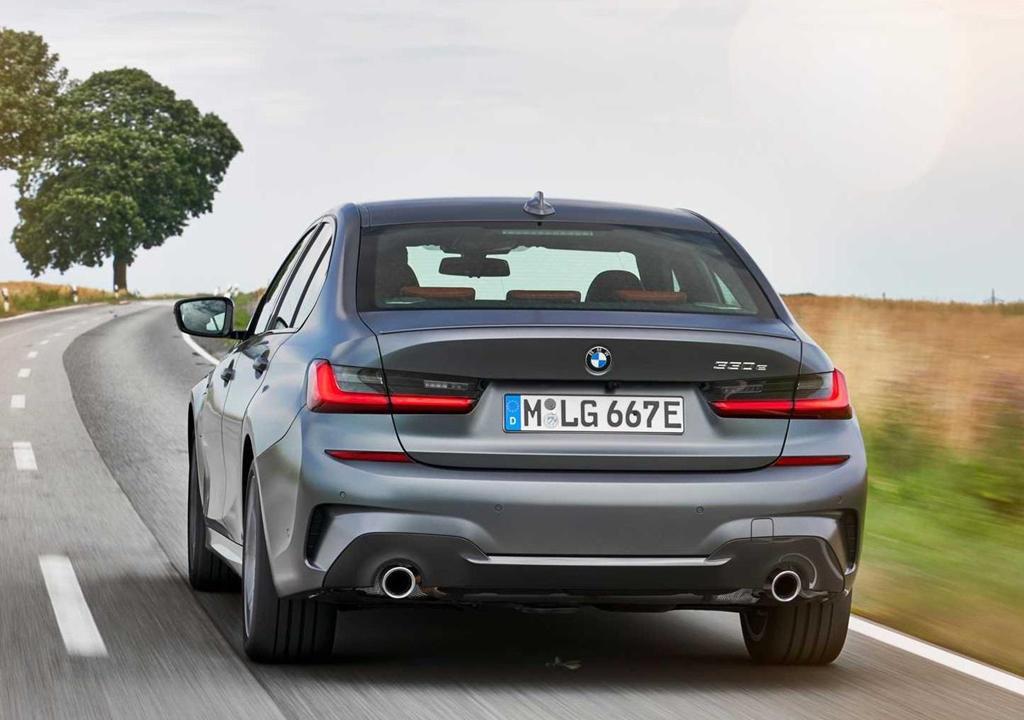 BMW 330e 2020 thêm tính năng, tăng tốc như xe đua Ảnh 7