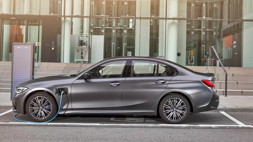BMW 330e 2020 thêm tính năng, tăng tốc như xe đua Ảnh 5