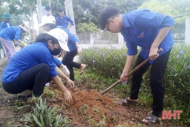 Tuổi trẻ Hà Tĩnh hành động hưởng ứng kỷ niệm 20 năm 'Chiến dịch thanh niên tình nguyện hè' Ảnh 7