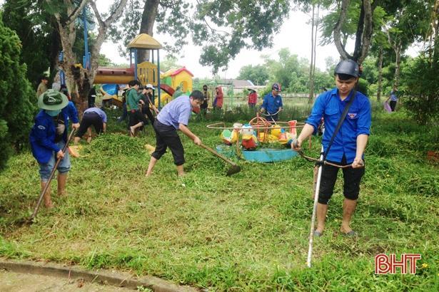Tuổi trẻ Hà Tĩnh hành động hưởng ứng kỷ niệm 20 năm 'Chiến dịch thanh niên tình nguyện hè' Ảnh 8