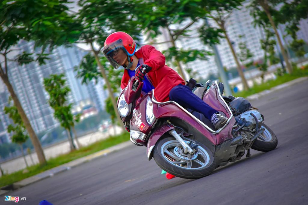 Làm thế nào để vượt 'cua tử thần' ở núi Sơn Trà an toàn bằng xe máy? Ảnh 2