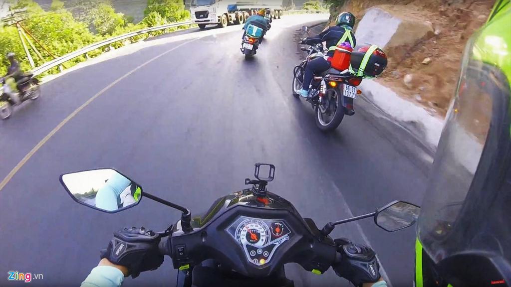 Làm thế nào để vượt 'cua tử thần' ở núi Sơn Trà an toàn bằng xe máy? Ảnh 4