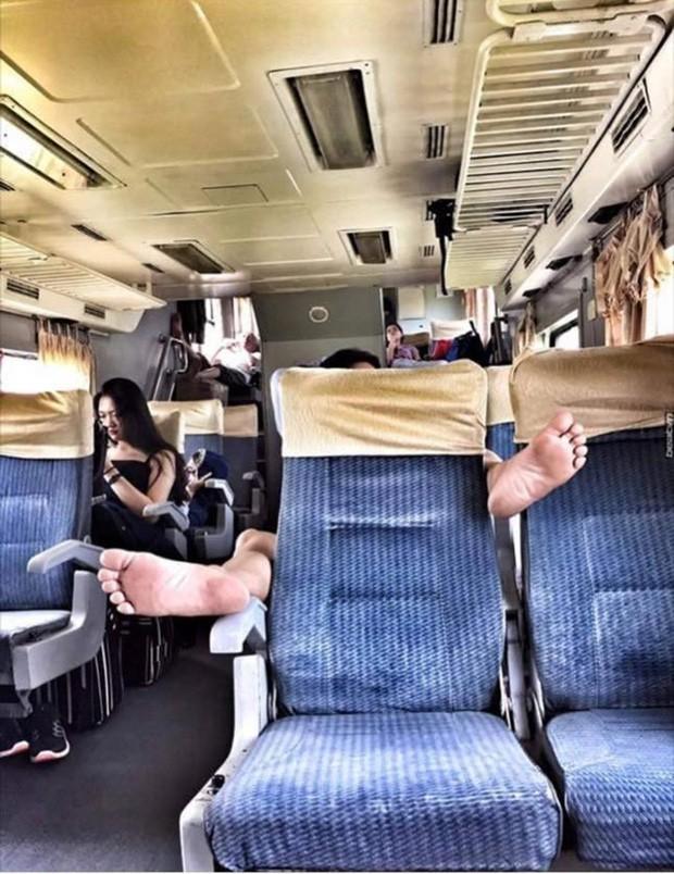 Thanh niên bỗng dưng 'mọc sừng' trên xe khách, nguyên nhân khiến ai nấy đều bức xúc Ảnh 5