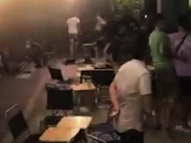 Hai nhóm thanh niên hỗn chiến sau trận đá bóng Ảnh 1