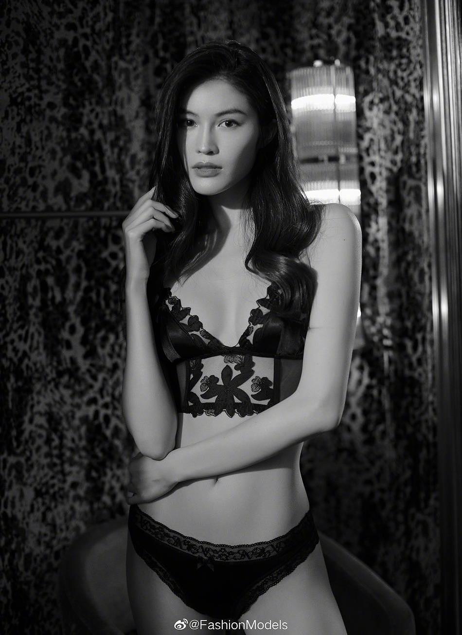 Siêu mẫu Victoria's Secret gốc Á mặc nội y ren, khoe lưng trần gợi cảm Ảnh 5