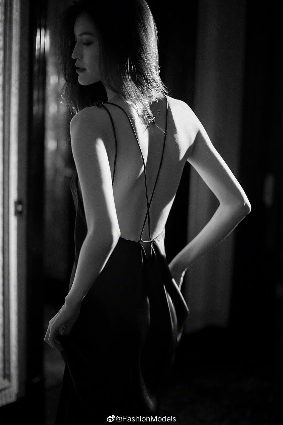 Siêu mẫu Victoria's Secret gốc Á mặc nội y ren, khoe lưng trần gợi cảm Ảnh 3