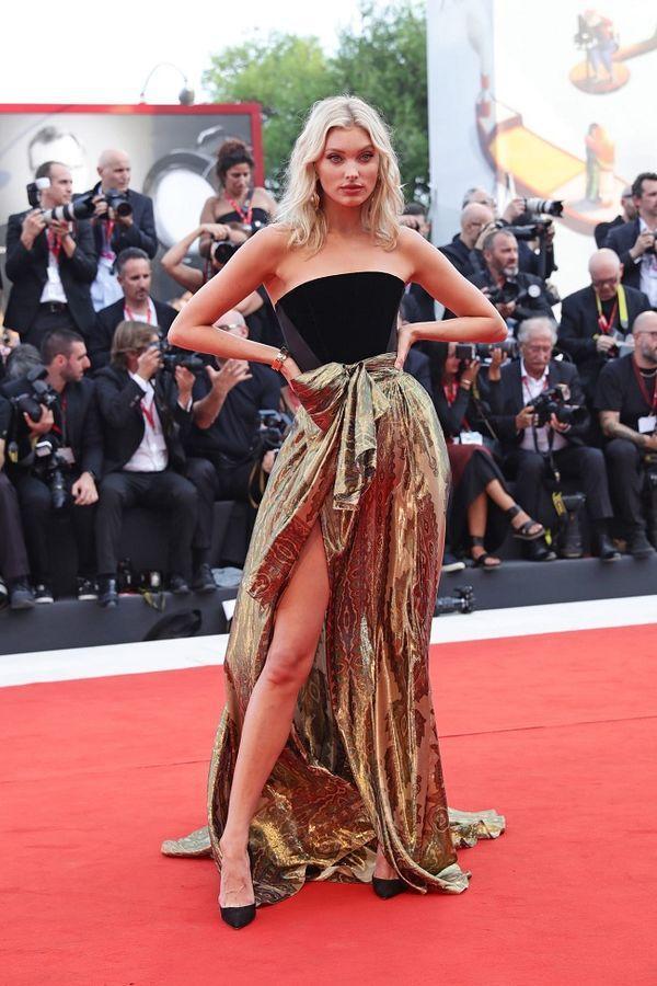 Ngôi sao truyền hình Mỹ mặc váy 'quên' cả nội y, lộ vùng nhạy cảm trên thảm đỏ Ảnh 6