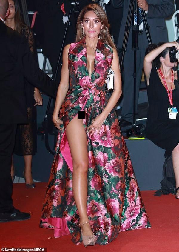 Ngôi sao truyền hình Mỹ mặc váy 'quên' cả nội y, lộ vùng nhạy cảm trên thảm đỏ Ảnh 2