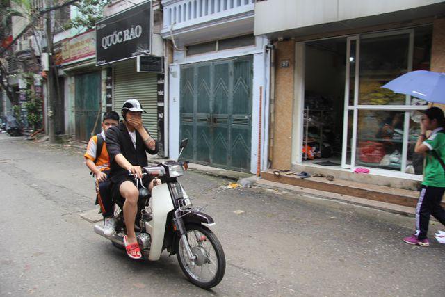 Sau vụ cháy Rạng Đông: Nhiều nhà dân nhận 'lệnh' di dời, sơ tán con về quê Ảnh 2