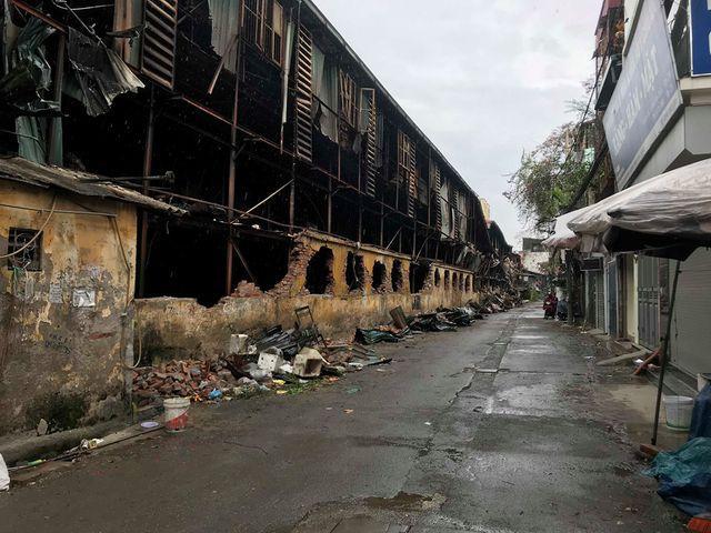 Sau vụ cháy Rạng Đông: Nhiều nhà dân nhận 'lệnh' di dời, sơ tán con về quê Ảnh 1