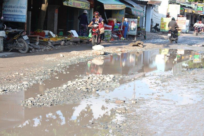 Sau cơn mưa, đường Nữ Dân Công lại sắp hóa thành 'sông' Ảnh 5
