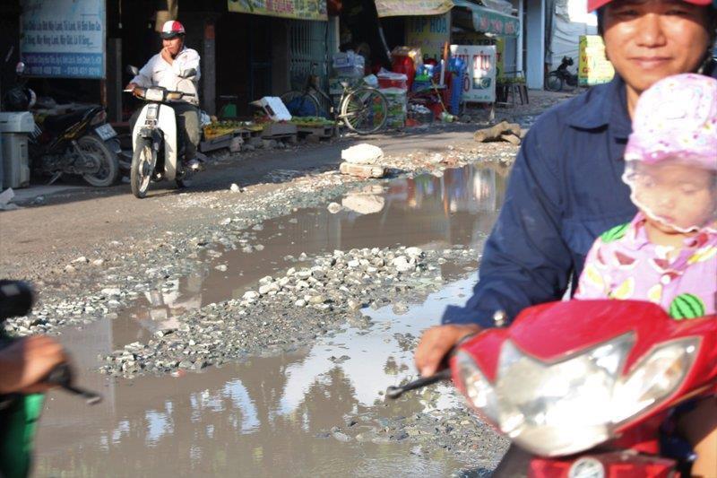 Sau cơn mưa, đường Nữ Dân Công lại sắp hóa thành 'sông' Ảnh 3