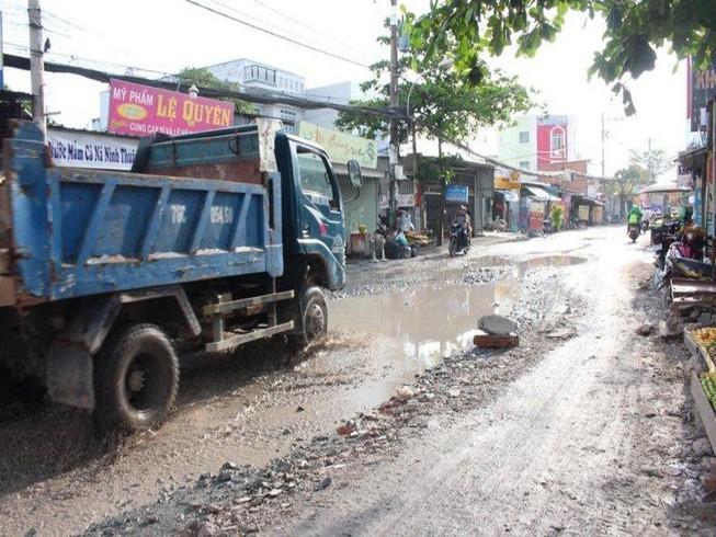 Sau cơn mưa, đường Nữ Dân Công lại sắp hóa thành 'sông' Ảnh 1