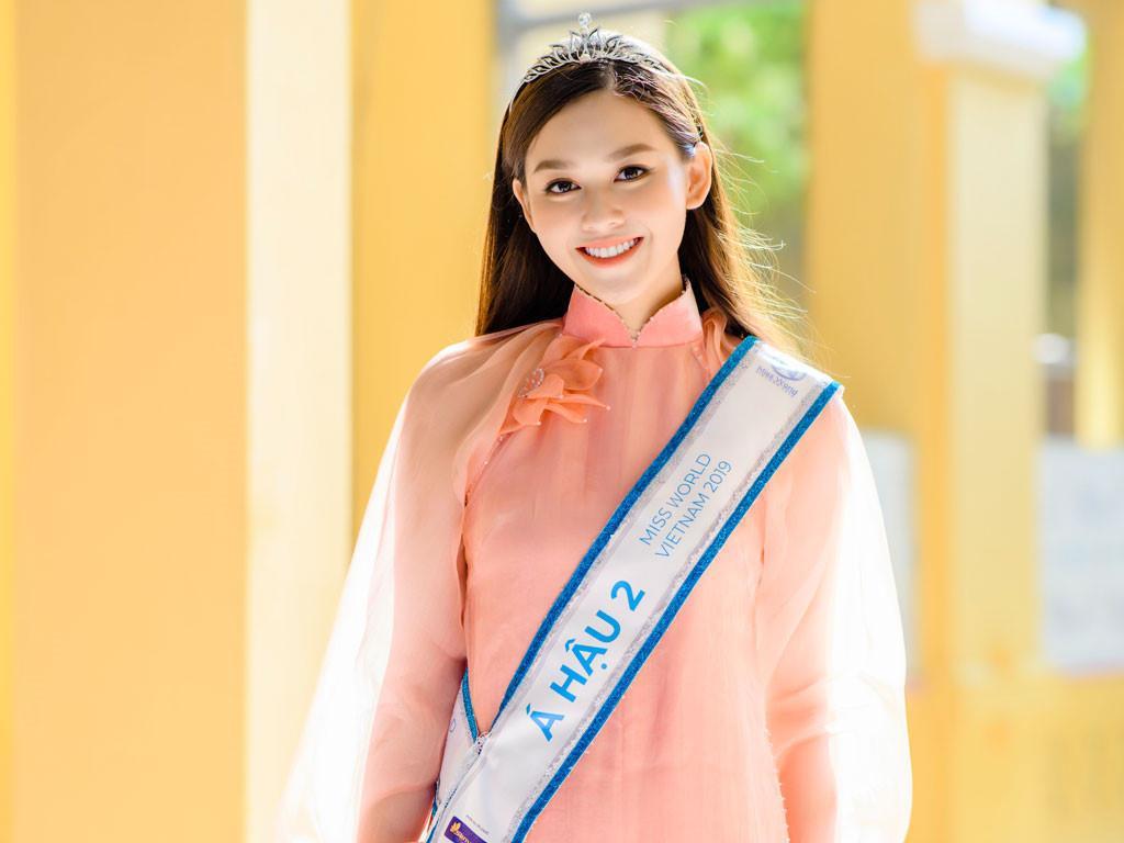 Tường San làm từ thiện trước khi thi Miss International 2019 Ảnh 1
