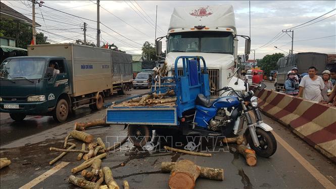 Tai nạn giao thông giữa xe container và xe ba gác làm một người tử vong Ảnh 1