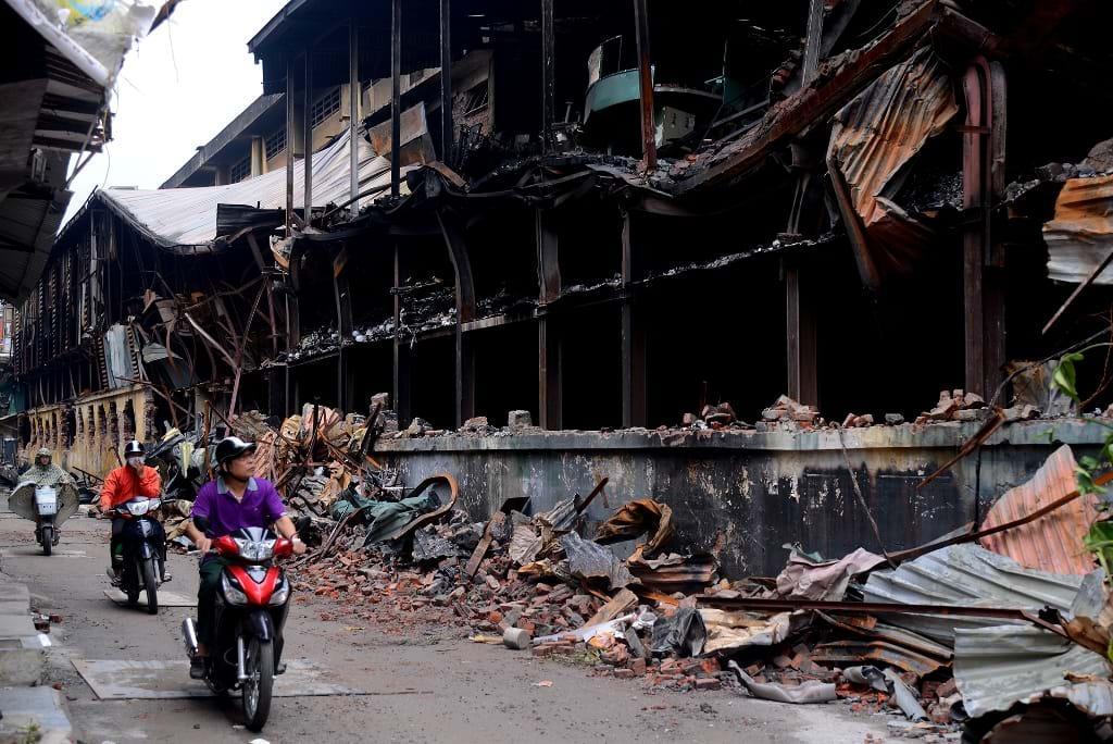 Nhà máy công nghiệp trong đô thị: Hiểm họa chực chờ, chính quyền địa phương vẫn 'lơ' Ảnh 1