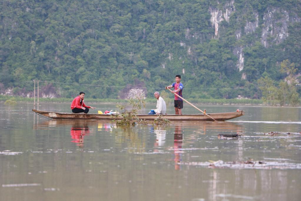 Xót xa những ngôi nhà bị ngập đến nóc ở vùng lũ Quảng Bình Ảnh 10