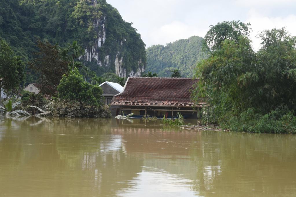 Xót xa những ngôi nhà bị ngập đến nóc ở vùng lũ Quảng Bình Ảnh 15