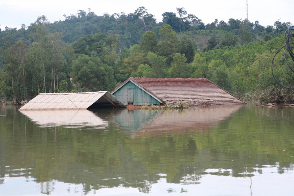 Xót xa những ngôi nhà bị ngập đến nóc ở vùng lũ Quảng Bình Ảnh 4