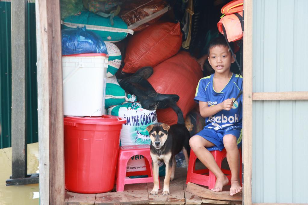 Xót xa những ngôi nhà bị ngập đến nóc ở vùng lũ Quảng Bình Ảnh 8