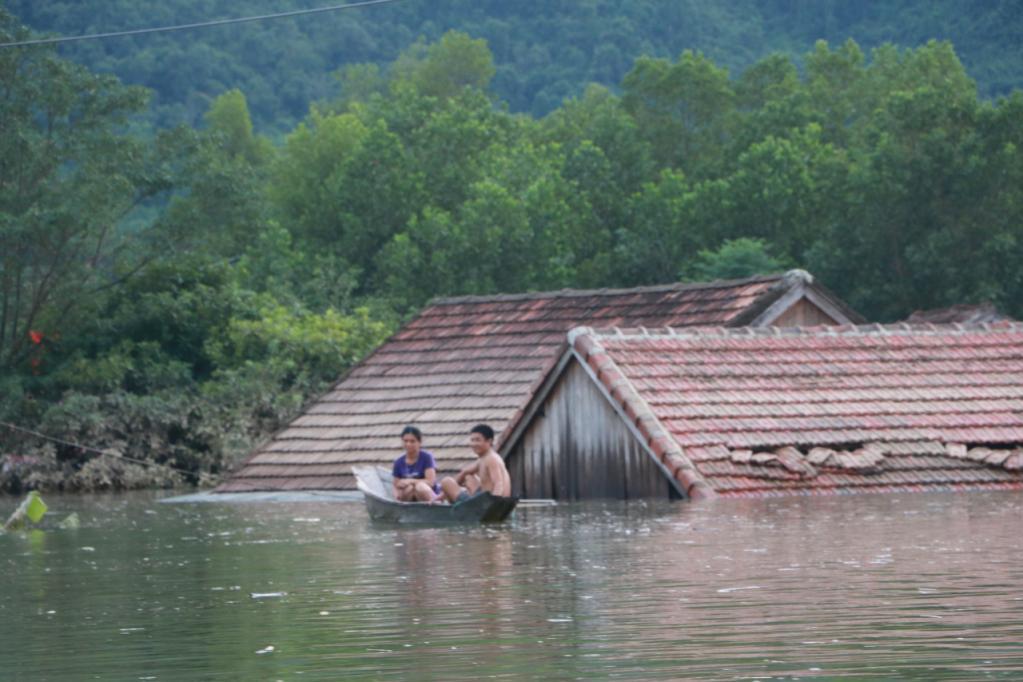 Xót xa những ngôi nhà bị ngập đến nóc ở vùng lũ Quảng Bình Ảnh 3